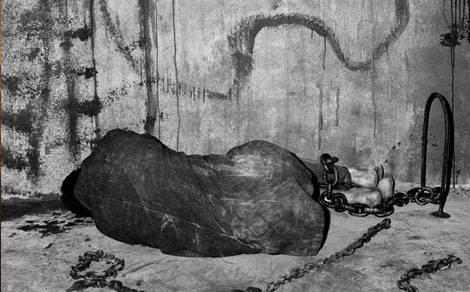 Montserrat acull l'obra de Roger Ballen